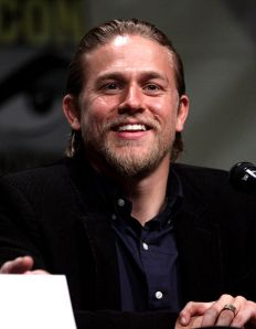 465px-Charlie_Hunnam_by_Gage_Skidmore_3